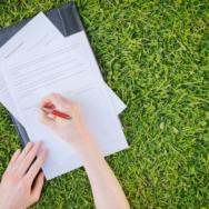 Пользование земельным участком без правоустанавливающих документов лишает арендодателя доходов и может быть основанием для взыскания убытков