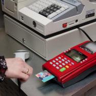 В отделениях «Укрпочты» можно будет рассчитаться банковской картой