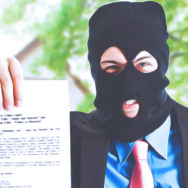 Як діяти, якщо колекторські компанії чи Банк переєстрували  право власності на нерухоме майно.   Аналіз судової практики.